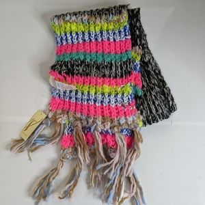 Multi color chunky knit scarf with tassels (g)